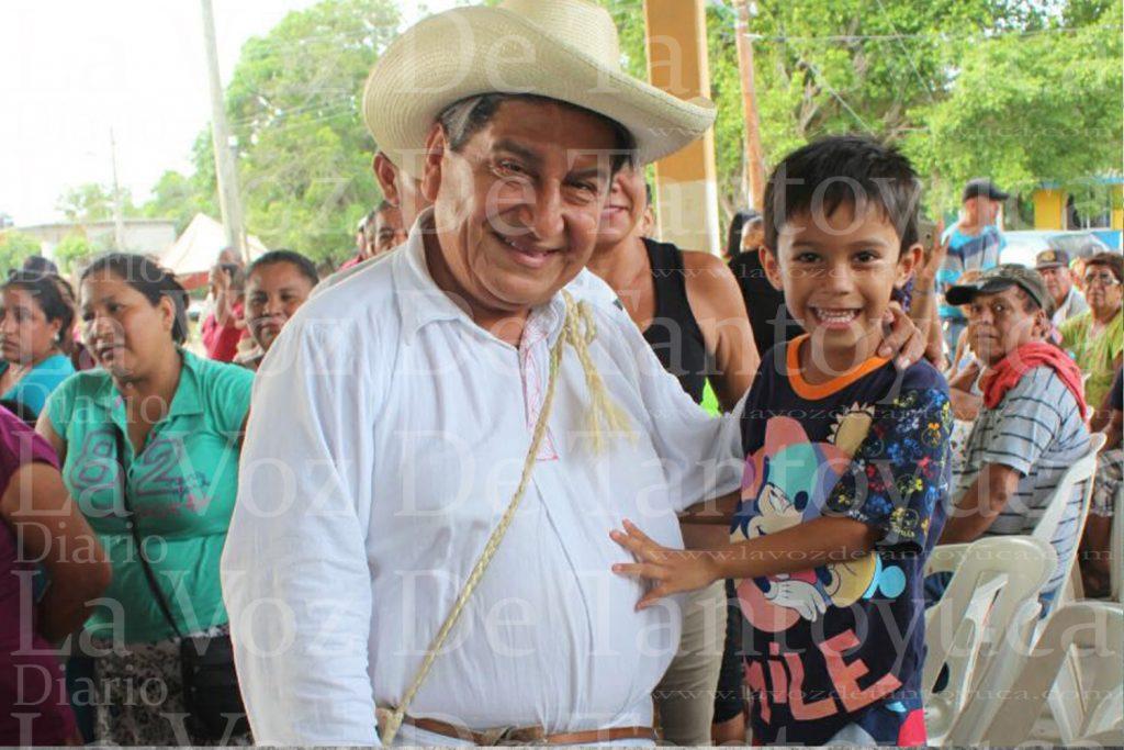 Continua Manuel Francisco caminando el Distrito 02 a 11 días de un triunfo contundente