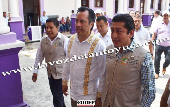 Supervisa gobernador y alcalde de Chicontepec conclusión de la carretera estatal San Sebastián - Chicontepec   LVDT