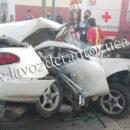 Camión refresquero destroza auto compacto en Tampico | LVDT