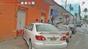 Infraccionan a conductores por estacionarse en las banquetas   LVDT