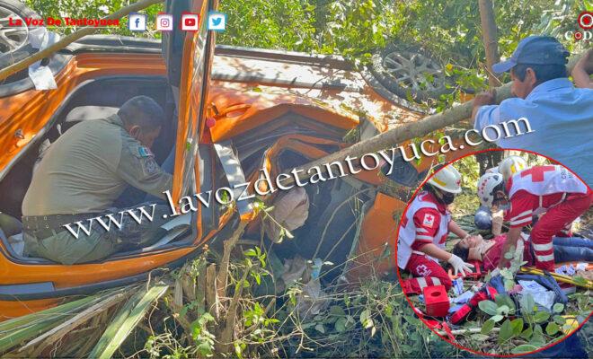 Maestra resulta seriamente lesionada tras aparatosa volcadura | LVDT