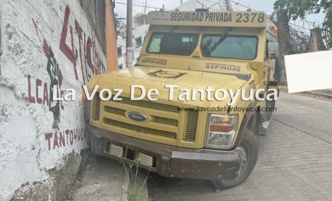 Camión de COMETRA choca contra barda tras quedarse sin frenos   LVDT