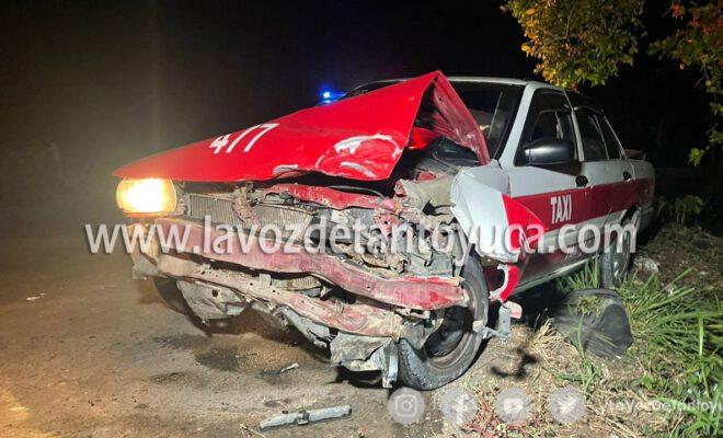 Taxista ebrio provoca aparatoso accidente; familia resulta lesionada