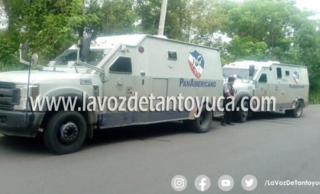 Choca camión cargado de valores en Tamalín