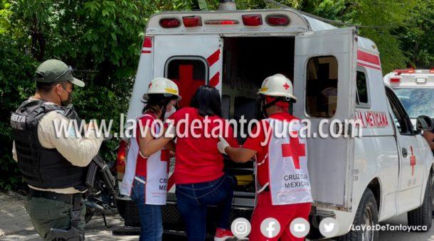 Joven mujer resulta lesionada tras accidente via