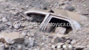 Derrumbe sepulta y mata a dos adultos mayores