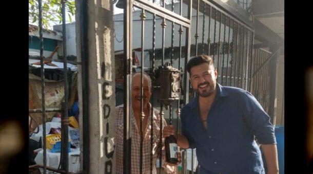 En Tamaulipa, ex candidato regala caguamas para mitigar la calor
