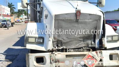Choca pipa contra camión repartidor de refrescos