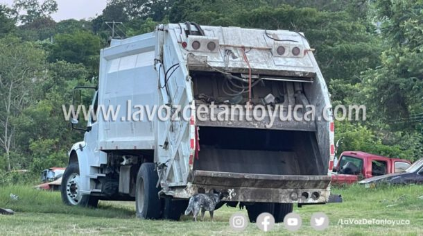 Camión de basura impacta a camioneta y se da a la fuga