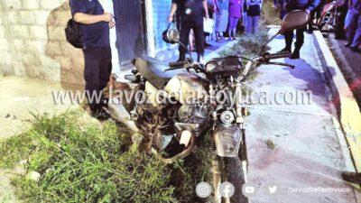 Motociclista derrapa y casi se mata en Huejutla