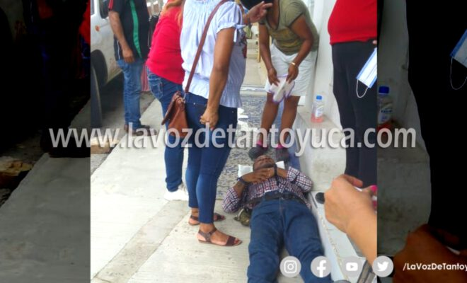 Auxilian a hombre tras sufrir desmayo en la Zona Centro