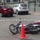 Automóvil embiste a motociclista; resultó lesionado