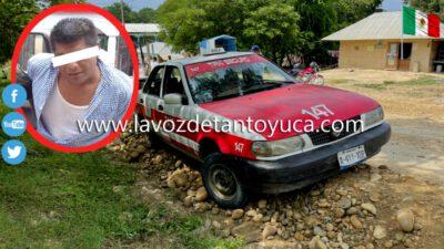 Taxista por poco y ocasiona un accidente; fue detenido