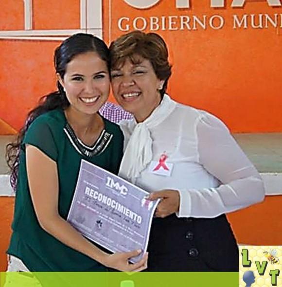 En la grafica la Presidenta del DIF Municipal y la Directora del mismo