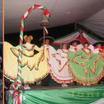 Canciones y bailables tipicos de estas fiestas patrias, entre algunos de los números que se presentaron en el escenario del municipio de Chalma.