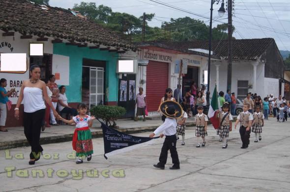 El Jardín de Niños del Municipio de Chalma Enrique Labscher, también participó en el desfile de este 16 de Septiembre.
