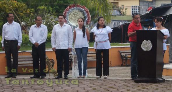 En dichos honores a la bandera, el Presidente Municipal Lic. Jonathan Flores Sánchez, su distinguida esposa Sra. Karen Sugey Palacios de Flores, su Secretario Particular fueron quienes encabezaron dicho acto cívico.