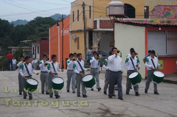 La banda de guerra de la escuela secundaria federal, realizó buena participacion en el tradicional desfile de este 16 de Septiembre.