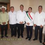 Previó al Grito de Independencia, el Lic. Jonathan Ángel Flores Sánchez, se reunió con su cabildo y con personalidades que lo acompañaron en tan importante acto.