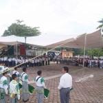 Previó al tradicional desfile del 16 de Septiembre, alumnos de la escuela Federal del municipio de Chalma, llevaron a cabo los honores a la bandera frente a la Presidencia Municipal.