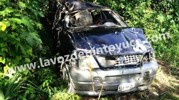 La camioneta Explorer quedó totalmente desecha. Foto: La Voz De Tantoyuca.