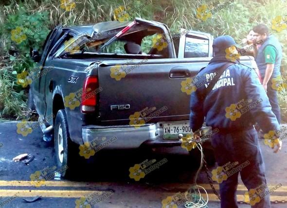 La unidad resultó con serios daños materiales. Foto: La Voz De Tantoyuca.