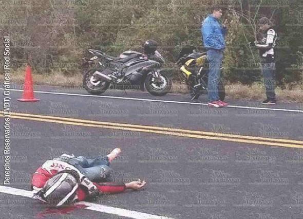 Tras el fuerte choque, joven motocilcista de la ciudad de Xalapa perdió la vida en el municipio de Emiliano Zapata. Foto: LVDT.