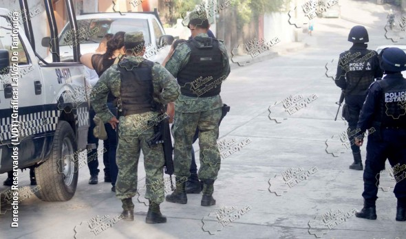 Familiares del hoy occiso arribaron al lugar de los hechos y se entrevistaron con las autoridades. Foto: La Voz De Tantoyuca.