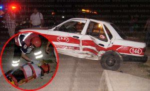 Una persona del sexo masculino que viajaba como pasajero en el taxi 144 resultó lesionado tras el percance, por lo que fue trasladado al hospital regional. Foto: LVDT.