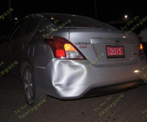 Mecánico distraído se impacta contra vehículo de reciente modelo