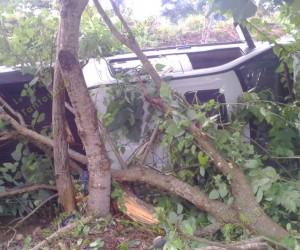 Ingeniero civil resulta lesionado tras volcar aparatosamente
